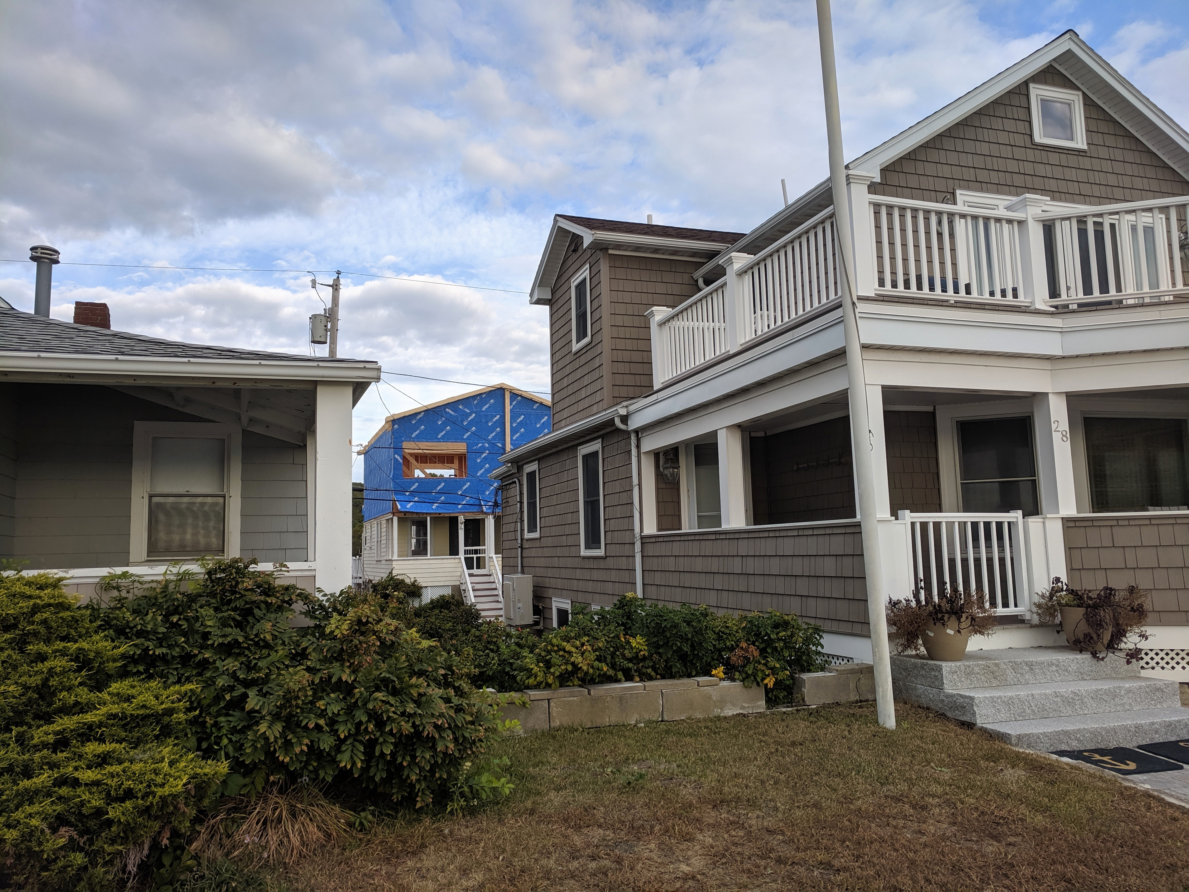 construction behind 28 Long Beach front row cottage_Oct 2019 photograph©c ryan