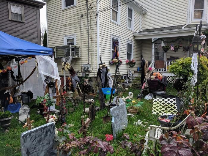 Gloucester MA house and yard festooned Halloween spirit_20191028_©c ryan