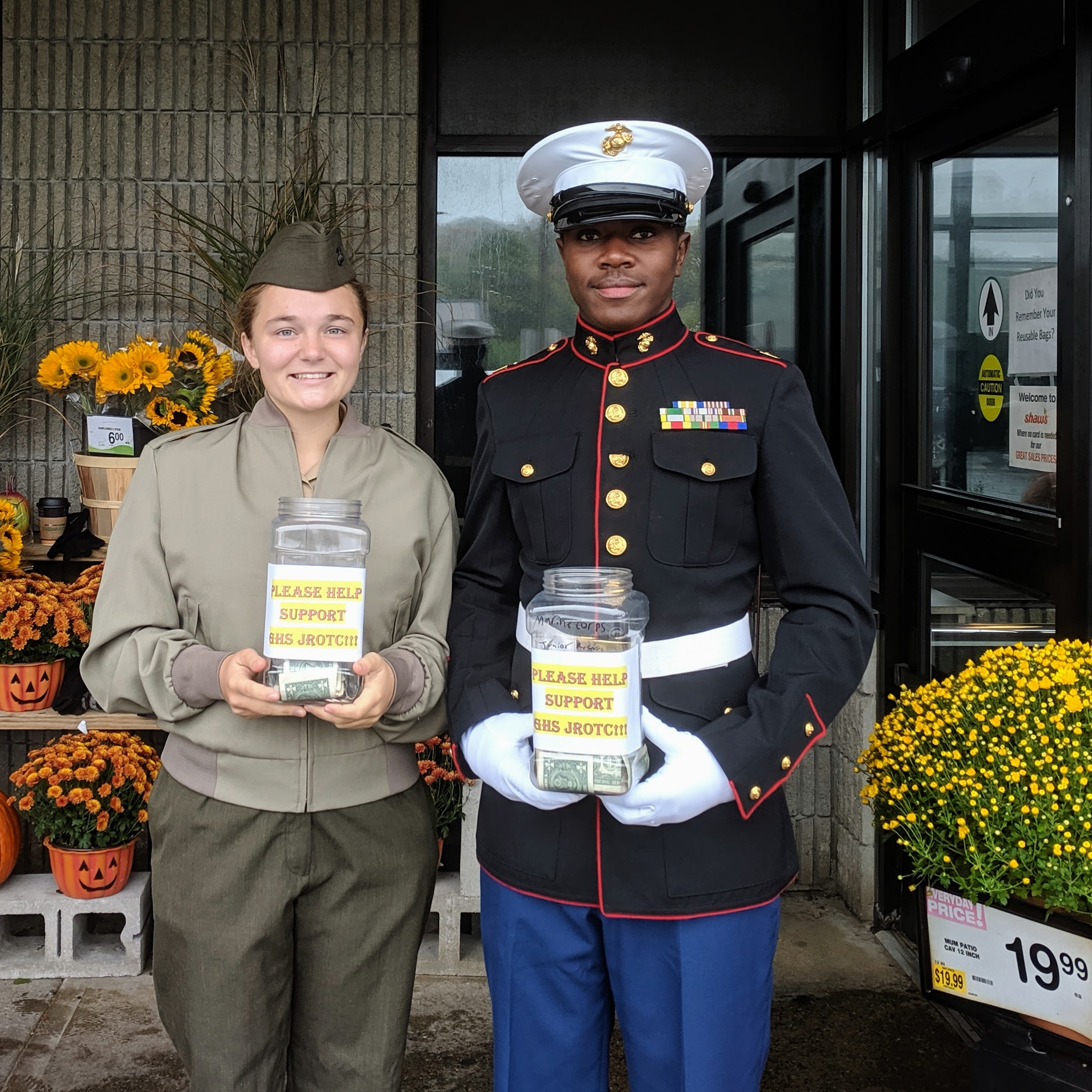 Willow _Emmanuel_GHS JROTC cadets fundraising and community outreach _ Shaws Eastern Avenue Gloucester MA_20191012 © c ryan.jpg