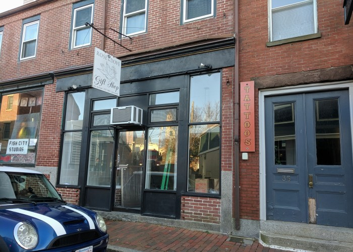 Rose and Dove Gift Shop shuttered Gloucester location 37 Main Street West End space available_20191125_©c ryan.jpg