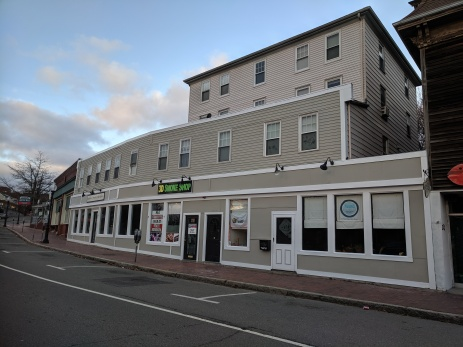 storefronts Gloucester Mass_222 Main Street -Laura's salon Smoke _20191117_© c ryan