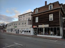 storefronts Gloucester Mass_222 Main Street -Laura's salon Smoke shop and 232 Main Street-Animal Krackers_20191117_© c ryan