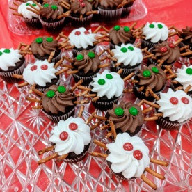Aragog's Spider Cakes Middle Street Walk at Sawyer Free Library _20191214_Gloucester MA ©c ryan