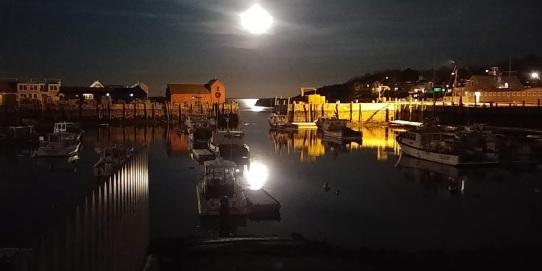 full moon rockport harbor