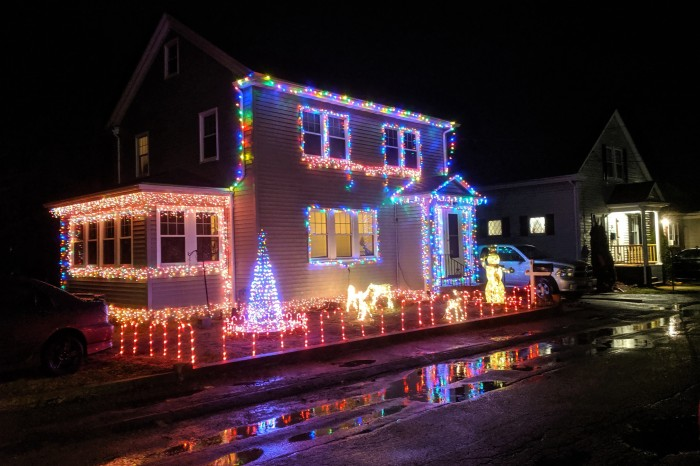 Holiday lights Gloucester MA_20191210_©c ryan.jpg