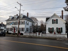 Holiday wreaths Gloucester MA decorated homes and businesses _New England architecture winter _20191212_©c ryan (4)