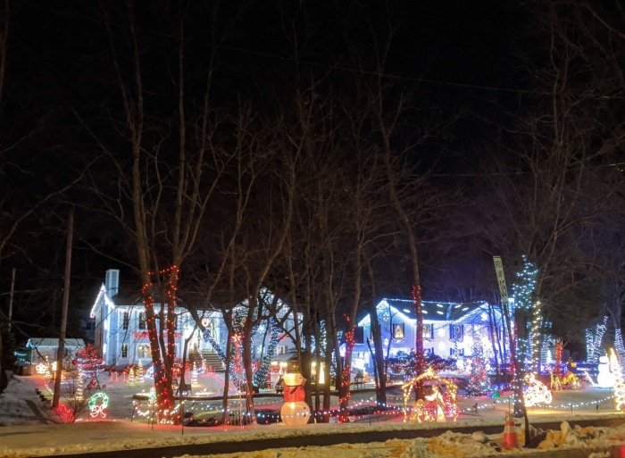 Saugus condos_Holiday lights decorated homes_ Christmas 2019 ©c ryan