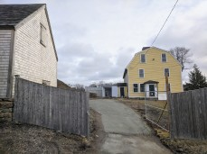 View from Washington Street sidewalk back to Cape Ann Museum Babson Alling house on right, and new collections building in the back_20200114_Gloucester Ma ©c ryan (3)