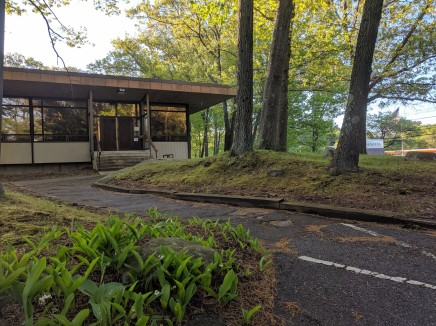 lilies of valley at entrance common with DONALD F MONELL_architect _Beverly Times Newspaper Plant and Offices_1969_ now Salem News_20190524_©catherine ryan (9)