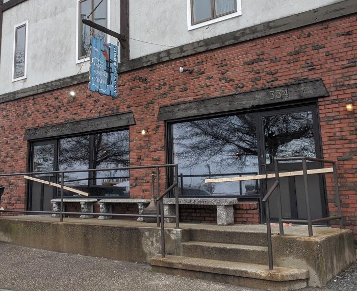 Crow's Nest_334 Main Street_Gloucester MA_corona signs_storefront_covid 19 temporary closed_20200324_©c ryan