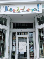 Phone or Facebook Orders Free Delivery_ToodeLoos!_ 142 Main Street Gloucester Mass_20200328_©c ryan