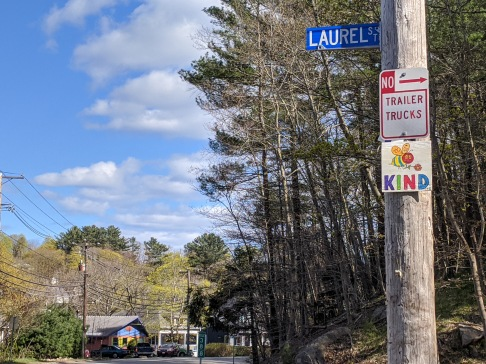 BE KIND, red,Signs of the times_Gloucester Mass., 5 May 2020, © c ryan (1)