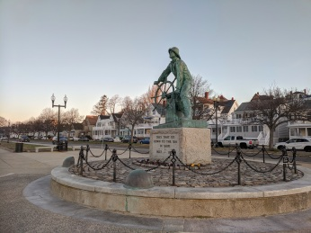 FISHERMAN AT THE WHEEL memorial_Spring sunrise on Stacy Boulevard_5 May 2020 _Gloucester Ma., covid-19 © c ryan