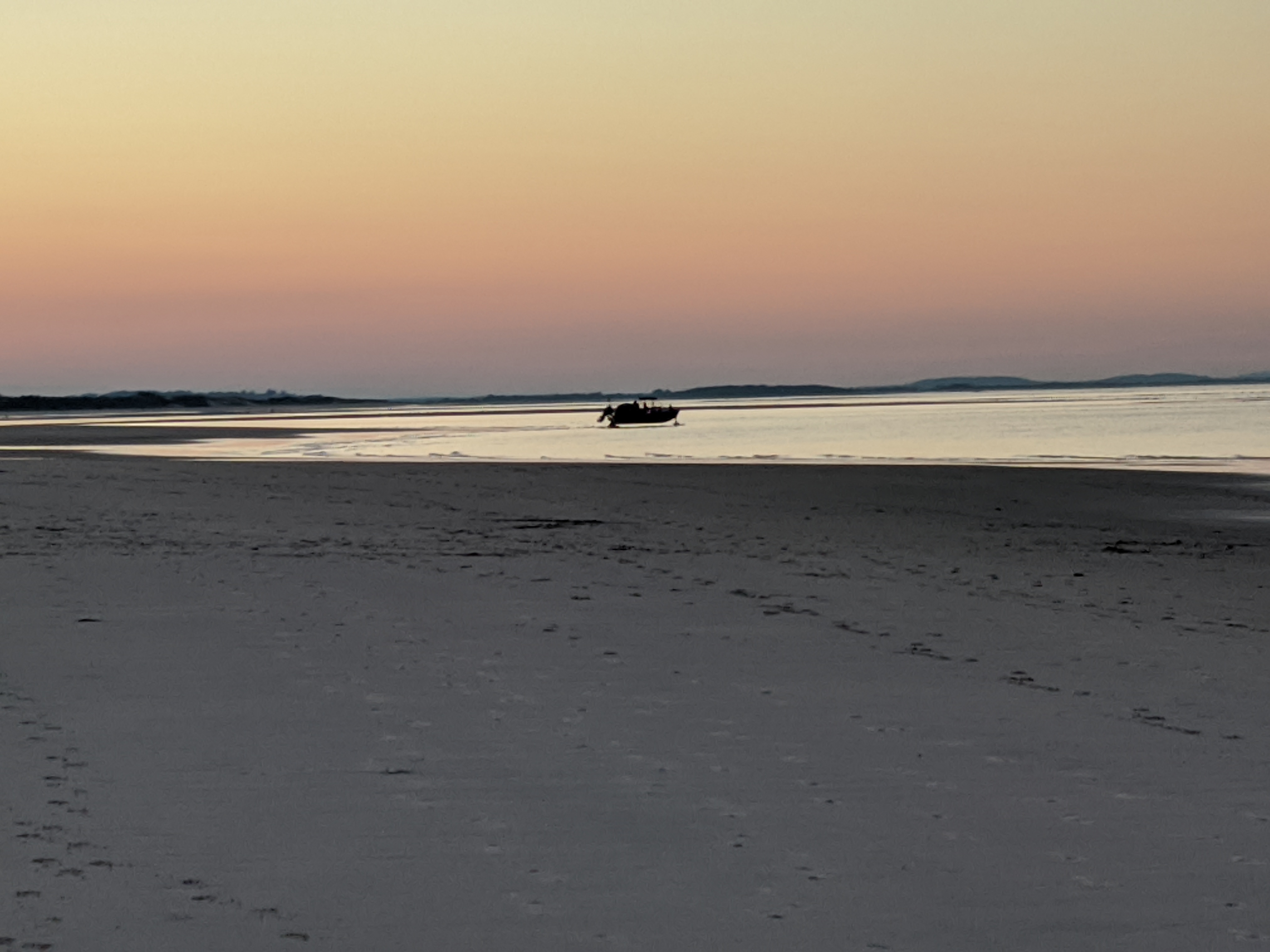 Amphibious Motor Boat tow acrosss low tide beach_20200724_Gloucester Mass ©c ryan (2)
