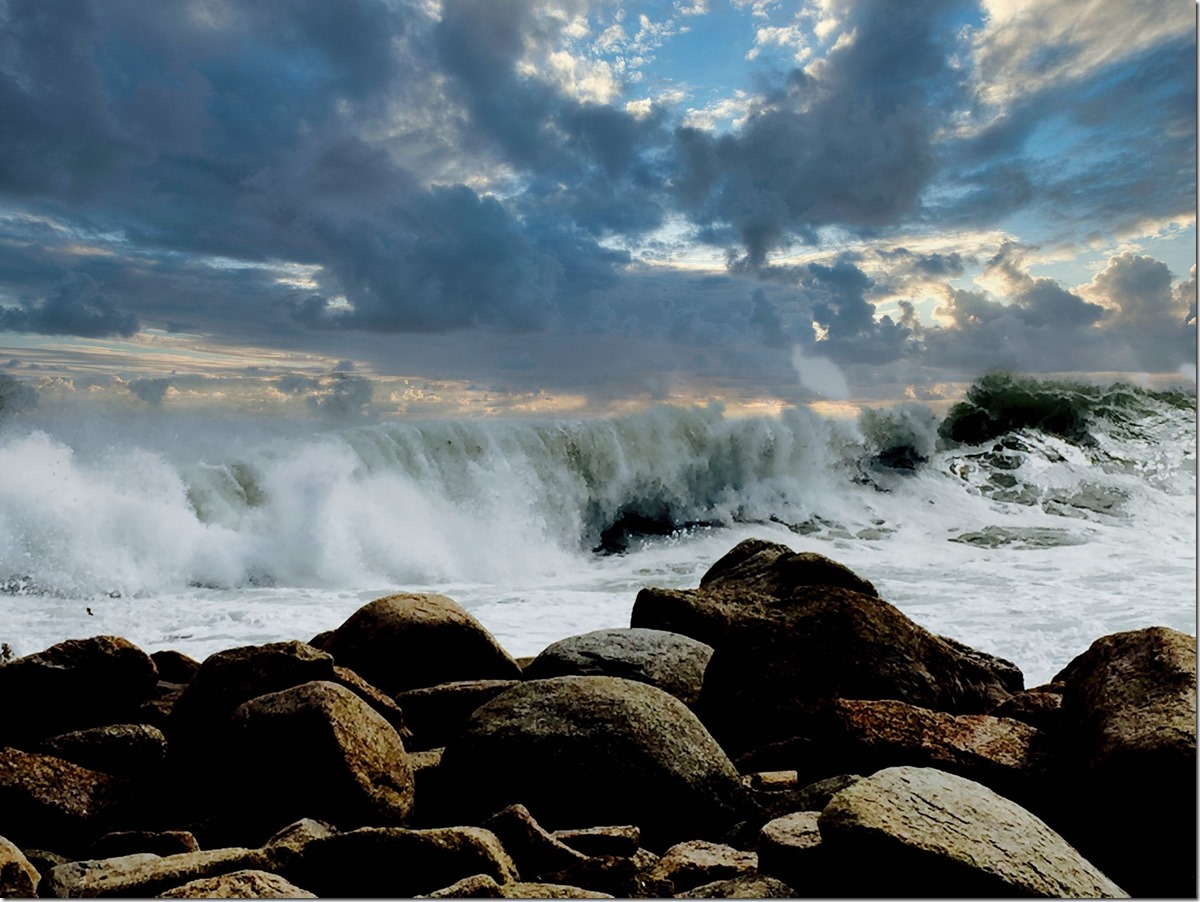 Backshore waves with dramatic sky