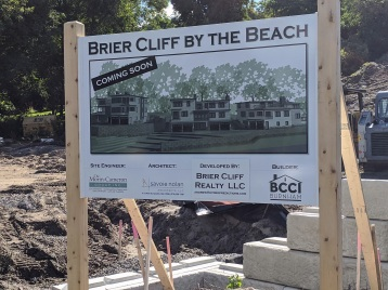 Brier Cliff by the Beach coming soon sign_20200830_Gloucester Mass ©c ryan